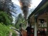 Chvílemi lokomotiva vypouštěla černý kouř. Docela by mne zajímalo, co tomu říkají rakouští zelenáči :-)