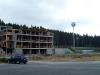 Na místě věže roste nové administrativní centrum