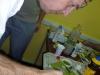 ... před lepením se polotovar smočí speciální vodičkou ve spreji  (ano, stačí i jarová voda)