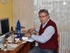 Petr u svého pracovního stolu
