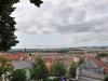 Přes střechy Mikulovských domů je vidět do Rakouska
