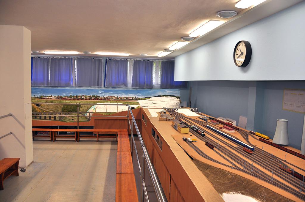 U čelní stěny bude model nádraží Žďár nad Sázavou a část podniku ŽĎAS