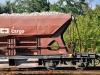 Odstavený nákladní vlak plný kamení