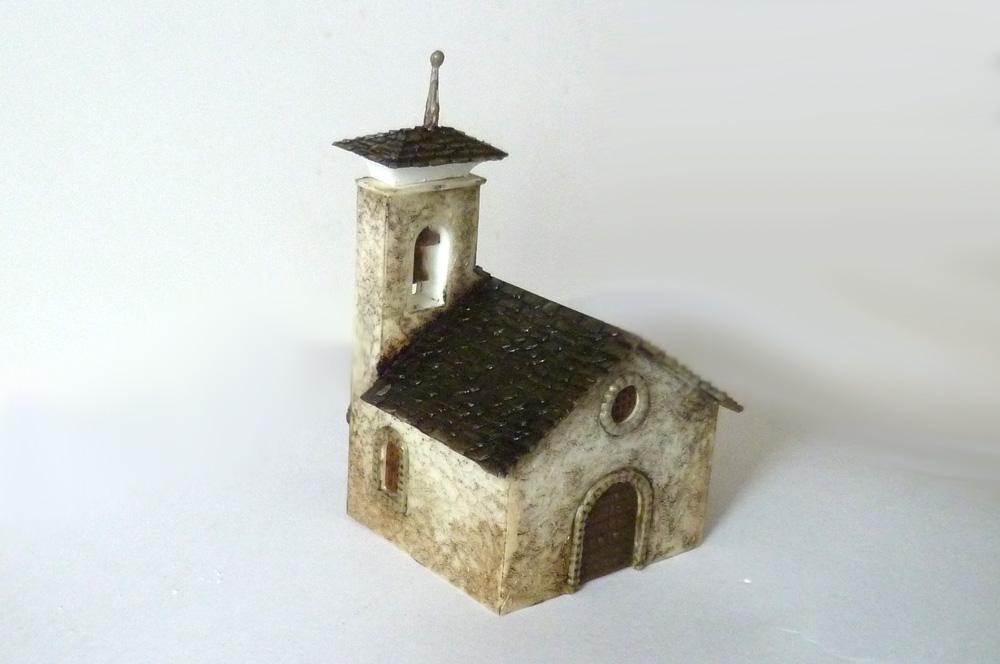 Kostelík Sv. Marie (FALLER 232263) po patinování stěn a střechy