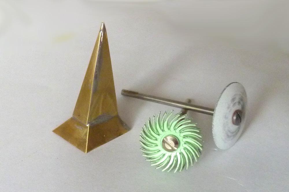 Nástroje, se kterými se ideálně čistí, brousí a leští sestavené lepty