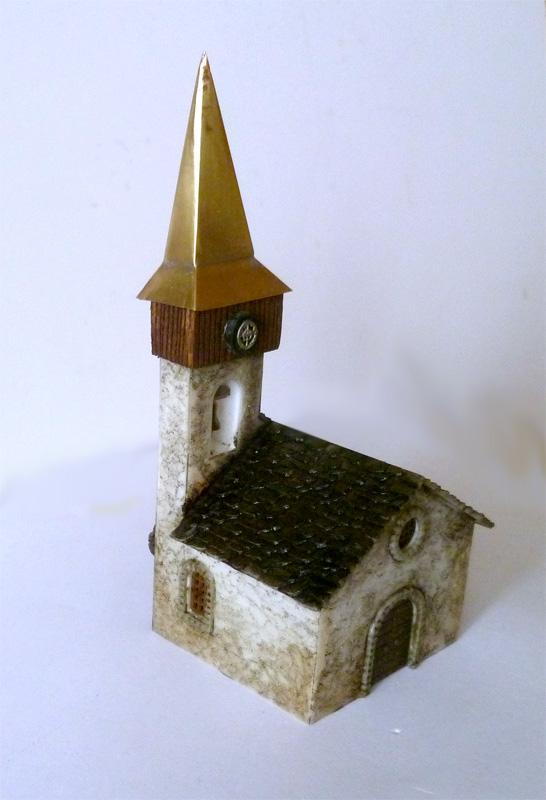 """Věžička slepená s \""""bednou\"""" nasazená na věži kostelíku"""