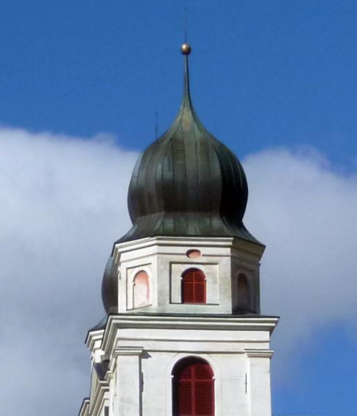 Jeden z mnohých kostelů ve Švýcarsku