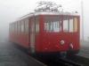Červeně natřené vlaky jezdí po ozubnicové trati z Vitznau k vrcholu Rigi