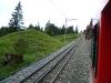 V horní části trati vitznauské linii vedou dvě koleje vedle sebe. Na snímku je dobře vidět systém ozubnice dle Riggenbacha