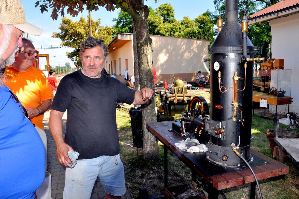 Michal Malinovský u svého parního stroje