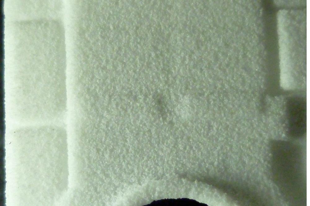 Povrch výtisku tvoří viditelná krupička z plastu, která vynikne na makro fotografii
