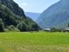 Koleje k viaduktu Brusia vedou z hlouby údolí od Tirano v Itálii
