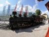 Lokomotiva řady 83-076 spěchá do čela vlaku