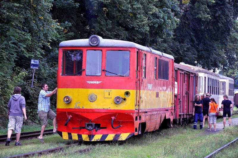 ..někteří mají zřejmě zvláštní vstupenky na palubu lokomotivy...