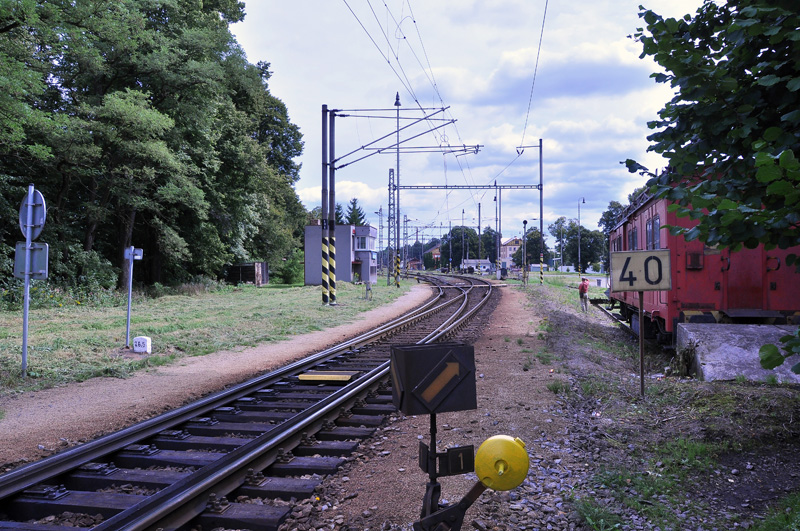 Odjezdové zhlaví směr Veselí n/L. při pohledu do nádraží