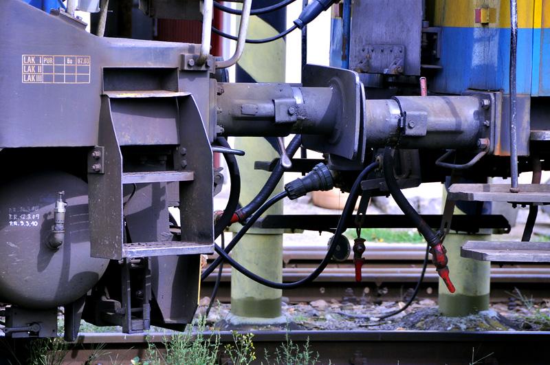 Detail, kudy vede do lokomotivy elektrický proud