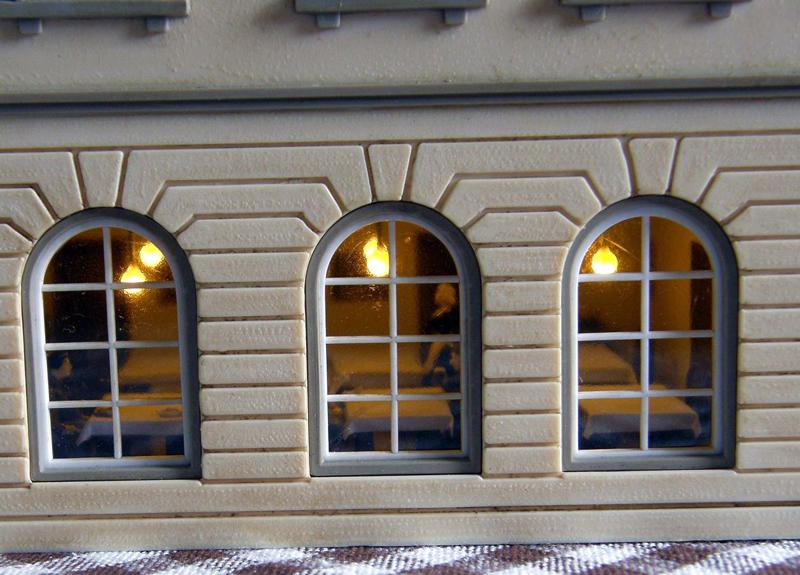 Interiéry místností všech objektů jsou vybaveny nábytkem a osvětleny