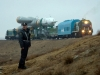 Bajkonur - ostře sledovaný vlak v čele s lokomotivou TEM2. V tomto úsek jede souprava špičkou rakety ve směru jízdy