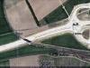 Snímek stavby rychlostní silnice R6 u Jenče s přemostěním silnice pro železniční trať vedoucí do Slaného