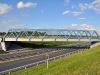 Železniční most přes R6 (pohled z jižní strany)